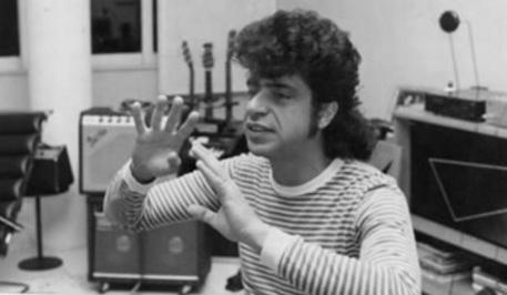 4 de Maio - 1953 - Lulu Santos - compositor e músico brasileiro, jovem, estúdio.