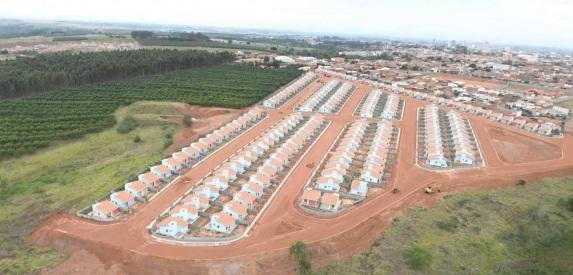 15 de Maio - Monte Alto (SP) - Vista aérea das casas do CDHU.