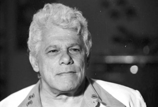 4 de Abril - 1922 — Dionísio Azevedo, ator e diretor brasileiro (m. 1994).