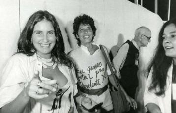 9 de Agosto – Fafá de Belém - 1956 – 61 Anos em 2017 - Acontecimentos do Dia - Foto 17 - Com Bete Mendes nas Diretas Já.