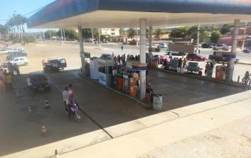 19 de Julho - Posto de combustível na entrada da cidade — Cristópolis (BA) — 55 Anos em 2017.