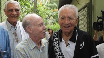 16 de Maio - 1925 – Nilton Santos, futebolista brasileiro (m. 2013) - com Zagallo, mais velhos.