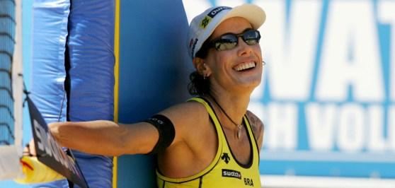 14-de-fevereiro-adriana-behar-e-uma-ex-jogadora-brasileira-de-voleibol-de-praia