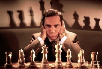 13 de Abril - 1963 — Garry Kasparov, ex-enxadrista azerbaidjano.