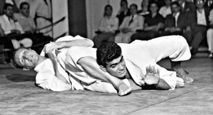 7 de Outubro - 1994 – Carlos Gracie - mestre de jiu-jítsu brasileiro (n. 1902).