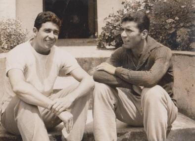 16 de Maio - 1925 – Nilton Santos, futebolista brasileiro (m. 2013) - com Mauro Ramos de Oliveira, jovens.