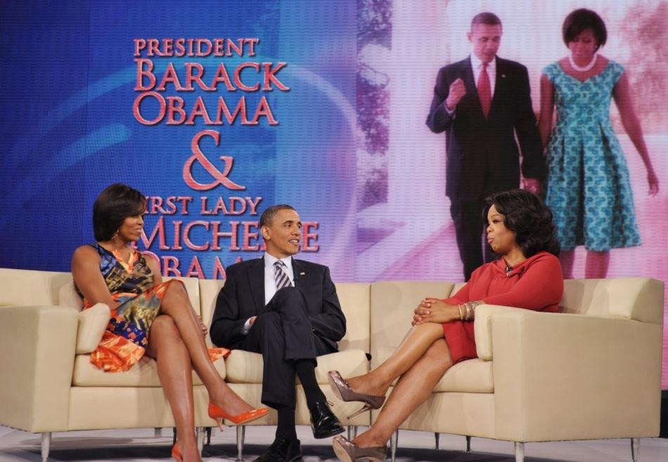 29-de-janeiro-oprah-winfrey-apresentadora-de-tv-norte-americana-em-seu-programa-recebendo-o-presidente-e-a-primeira-dama-dos-eua-barack-e-michelle-obama