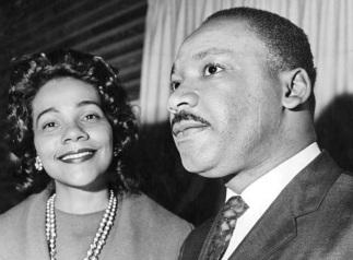 27 de Abril - 1927 — Coretta King com o marido Martin Luther King..