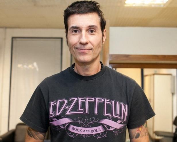 27 de Abril - 1964 – Dinho Ouro Preto, vocalista da banda de rock brasileira Capital Inicial.