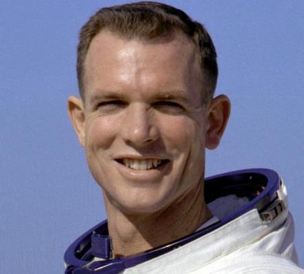 6 de Junho - 1932 - David Scott, astronauta estadunidense.