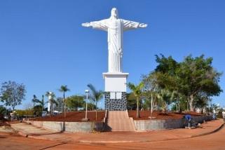 26 de Julho - Cristo Redentor na praça do Jardim Luiz Cia - Sumaré (SP) — 149 Anos em 2017.